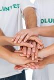 Volontari che un le mani Fotografie Stock Libere da Diritti