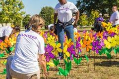 Volontari del giardino di promessa di Alzheimers Fotografia Stock