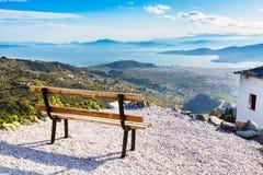 Volos stadssikt från den Pelion monteringen, Grekland Royaltyfri Foto