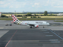 Volotea flygbuss A319 på landningsbanan Royaltyfri Fotografi