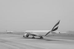 Vols d'émirats à l'aéroport de Dubaï Image libre de droits