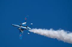 Vols de démonstration d'impulsion bleue Photographie stock