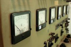 Voltímetros del panel de alto voltaje imagen de archivo libre de regalías