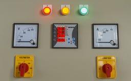 Volt en ampère de knoop van de meteromschakeling op elektrisch controlebord royalty-vrije stock foto's