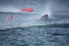 Volta afiada da raça de barco de RC Fotos de Stock Royalty Free