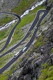 Voltas de uma estrada da montanha Imagens de Stock