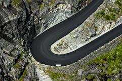 Voltas de uma estrada da montanha Foto de Stock Royalty Free