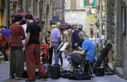 Volterra, Toscânia, músicos da rua Imagem da cor Foto de Stock Royalty Free