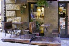 Volterra, Tuscany, wytwórnia win sklep koloru córek wizerunku matka dwa fotografia stock