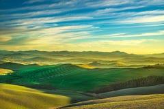 Volterra zimy panorama, toczni wzgórza i zieleni pola na słońcach, zdjęcie stock