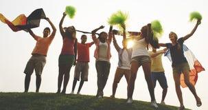 Voltooiing die uit het Dansen Vriendschapsconcept hangen stock foto's