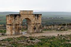Volubilis dichtbij Meknes in Marokko Volubilis is een gedeeltelijk opgegraven Amazigh, dan Roman stad in dichtbij gesitueerd Maro stock afbeelding