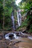 Volume de água da elevação ao baixo ponto do rio Imagem de Stock Royalty Free