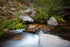 Volume de água longo da exposição em Sedona AZ fotos de stock royalty free