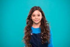 Volumen extremo del pelo Pelo brillante sano largo de la muchacha del niño La niña crece el pelo largo Hábitos sanos de enseñanza imagen de archivo libre de regalías