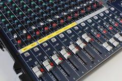 Volumen máximo del CH de tablero de mezcla sano para la música. Fotos de archivo libres de regalías