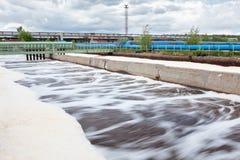 Volumes pour l'aération de l'oxygène à l'usine de traitement des eaux résiduaires Photographie stock