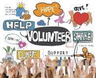 Voluntário voluntário que oferece o conceito da caridade da assistência fotografia de stock royalty free