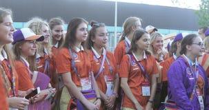 Voluntarios delante del fútbol metrajes