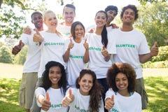 Voluntarios que gesticulan los pulgares para arriba Imagen de archivo libre de regalías