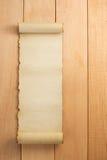 Voluta del pergamino en la madera Fotos de archivo