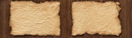 Voluta vieja en una tabla de madera, textura de papel arrugada como backgrou Foto de archivo libre de regalías