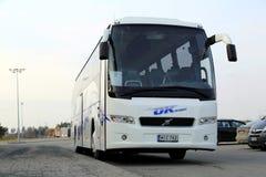 Volvo тренирует пассажиров шины ждать Стоковая Фотография RF