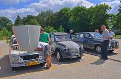 Volvo 544, Citroen 2CV und Saab 95 Stockfotos