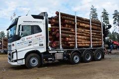 Volvo die vrachtwagen of houtvrachtwagen registreren royalty-vrije stock foto's