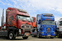 Volvo FH et camions d'exposition de Scania R620 Photo libre de droits