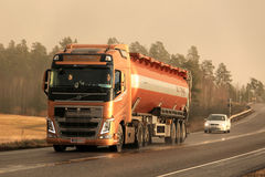 Volvo FH Semi Bulk Transport Truck in Winter Afternoon Snowstorm Royalty Free Stock Images