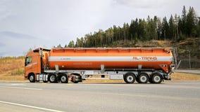 Volvo FH Semi tankowiec dla Masowego transportu Zdjęcia Royalty Free