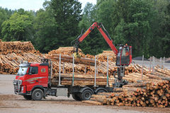 Free Volvo FH Truck Unloads Logs At Lumber Yard Stock Photo - 57523070