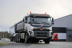 Volvo FMX XPro bereit zu einer Probefahrt Stockbilder