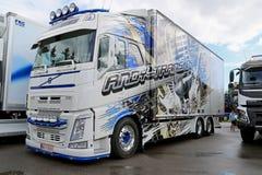 Volvo lastbil av Andy Trans Oy på flodstrandlastbilmötet Arkivfoto