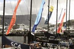 Volvo-Ozean-Rennen, das Flotte in Cape Town segelt Lizenzfreie Stockbilder