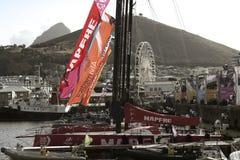 Volvo-Ozean-Rennen, das Flotte in Cape Town segelt Lizenzfreies Stockbild