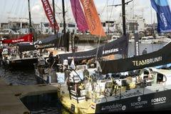 Volvo-Ozean-Rennen, das Flotte in Cape Town segelt Stockfotografie