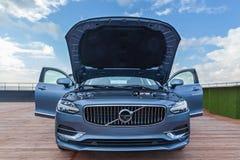 Volvo S90 in der offiziellen Vertretung in Ukraine Lizenzfreie Stockfotografie