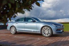 Volvo S90 in der offiziellen Vertretung in Ukraine Lizenzfreie Stockfotos