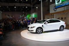 Volvo s60l phevgas-elkraft hybrid- vit bil Arkivfoto