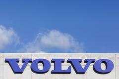 Volvo-teken op een muur Royalty-vrije Stock Foto's