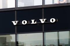 Volvo-teken op zwarte achtergrond stock afbeelding