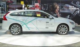 Volvo V60 jeżdżenia samochód przy 2014 Nowy Jork Międzynarodowym Auto przedstawieniem Fotografia Royalty Free