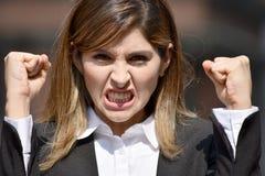 Volwassen Columbiaanse Bedrijfsvrouw en Woede Stock Afbeelding