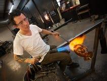 Volwassen Glaskunstenaar Working stock afbeelding