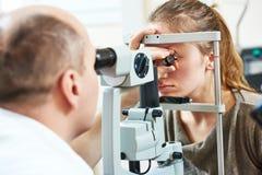 Volwassen oftalmologie of optometrie stock afbeelding