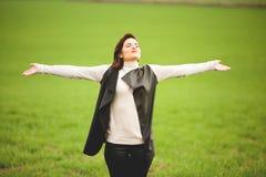 Volwassen vrouw die op een geestelijke manier ademen stock afbeeldingen
