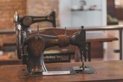Volzhsky, Russland - 26. April 2019: alter Nähmaschinesänger im Museum von Russland Retro- lizenzfreie stockfotografie