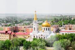 Volzhsky, Russland - 1. Juni 2019: Russische Draufsicht-Stadtansicht des Tempels stockbild
